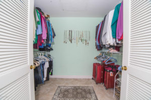 3056 Shadow Hills Cir Master Walk-In Closet