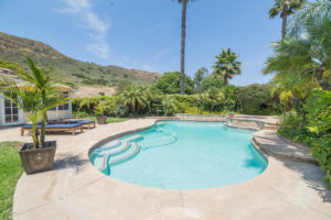 3056 Shadow Hills Cir Pool