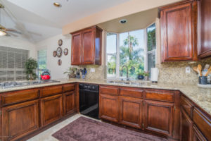 3056 Shadow Hills Cir Kitchen
